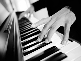 琴是用来弹的,触感很重要!!!