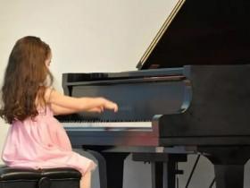 让孩子学钢琴值不值?